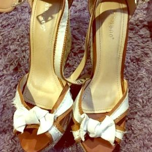 Shoes - White wedges
